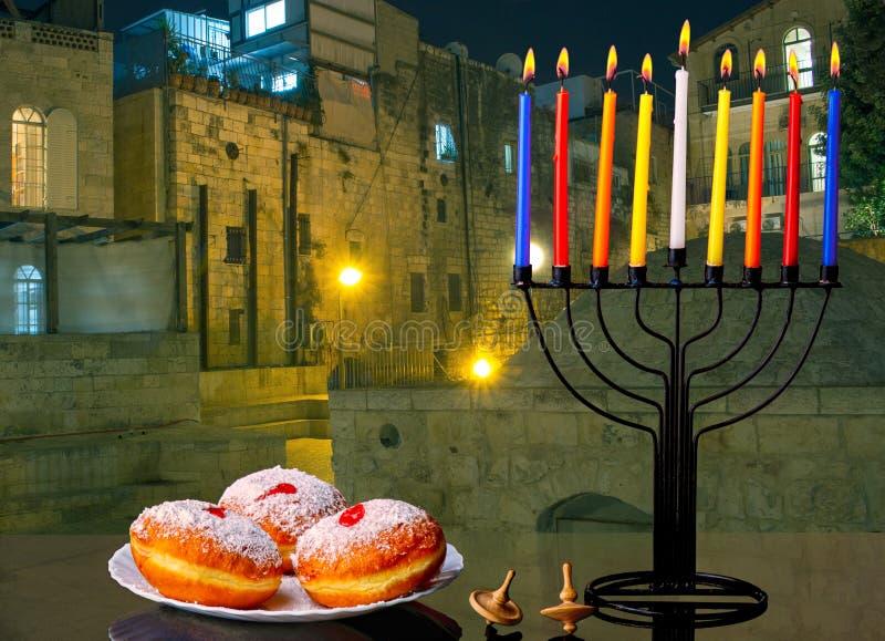犹太传统假日光明节的图象与menorah传统蜡烛的 库存照片
