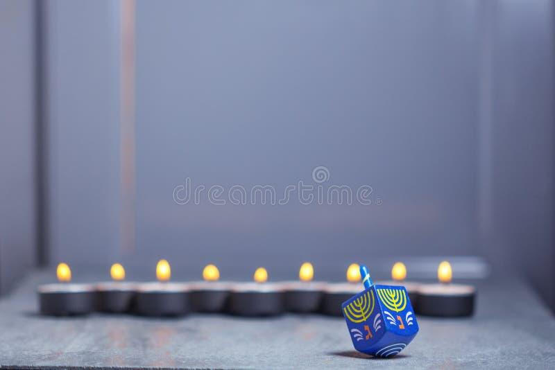犹太假日光明节和抽陀螺Defocused光
