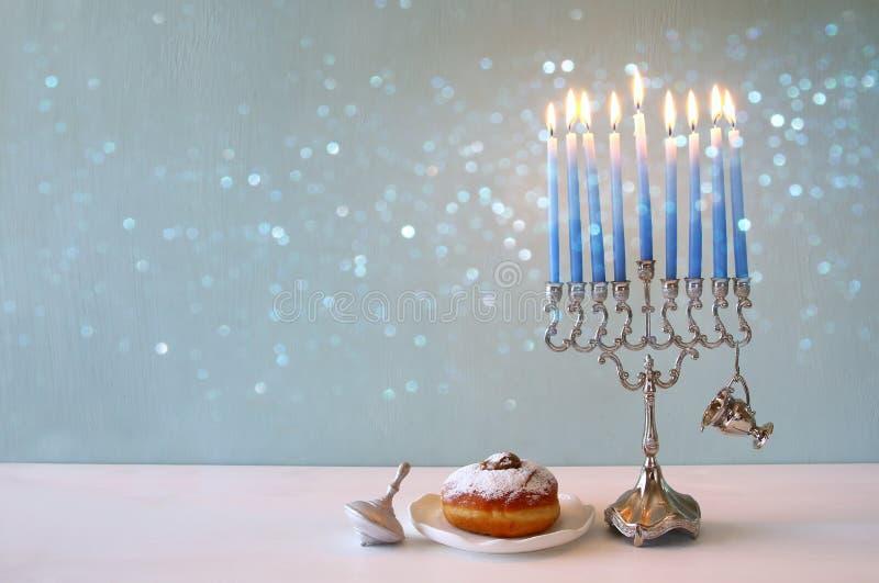 犹太假日光明节的图象与menorah的 免版税库存图片
