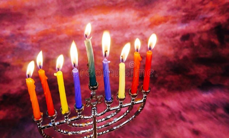 犹太假日光明节背景的图象与传统的menorah的 库存照片