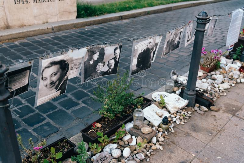 犹太受害者的纪念品在自由广场在布达佩斯 库存图片