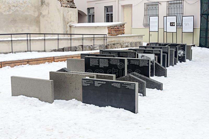 犹太教堂金黄罗斯纪念品在利沃夫州,乌克兰 免版税库存照片