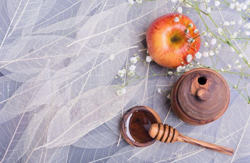犹太新年犹太新年概念、蜂蜜和苹果 免版税库存照片