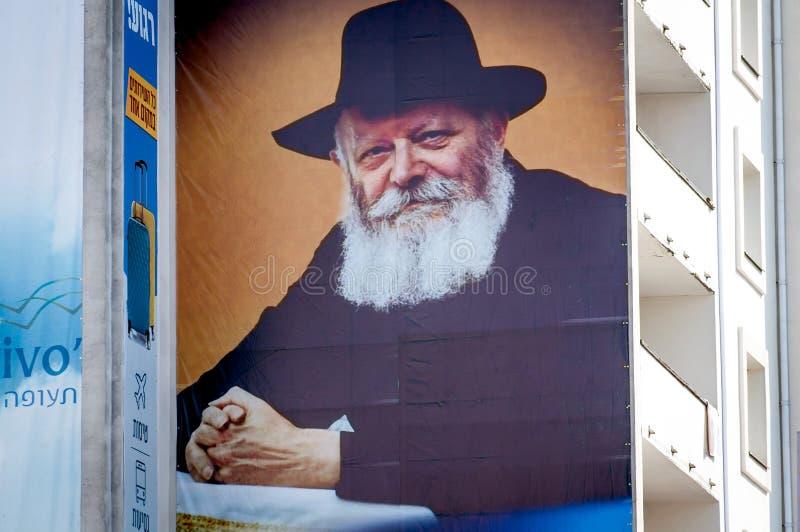 犹太新年,犹太新年 在一个多层的大厦的一副大横幅 Rebbe Nachman画象  免版税库存图片