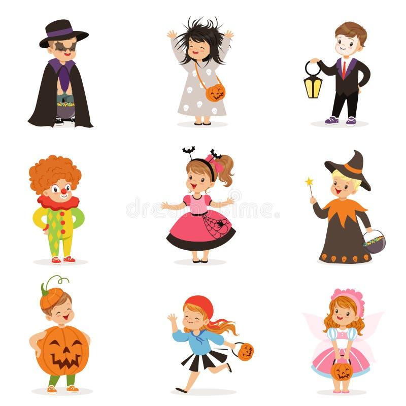 犹特人愉快的小孩用不同的五颜六色的万圣夜服装设置,万圣夜儿童把戏或款待传染媒介 皇族释放例证