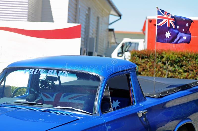 犹特语澳大利亚天忠实汽车飞行旗子机盖  库存图片