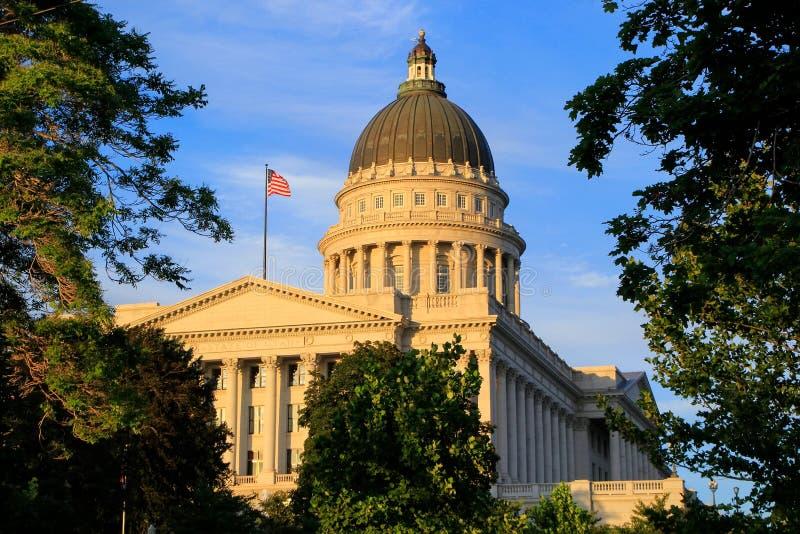 犹他有温暖的晚上光的,盐湖城状态国会大厦 库存图片