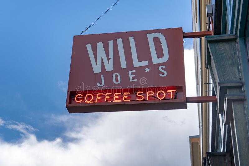 狂放的乔` s咖啡斑点是在街市Bozeman Mont的一家咖啡店 库存图片