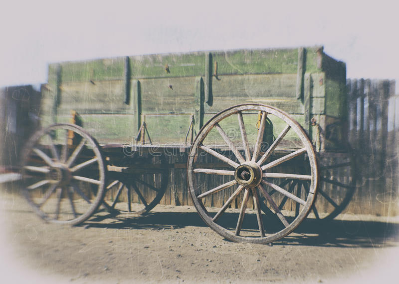 狂放的西部先驱马车车轮 免版税库存照片
