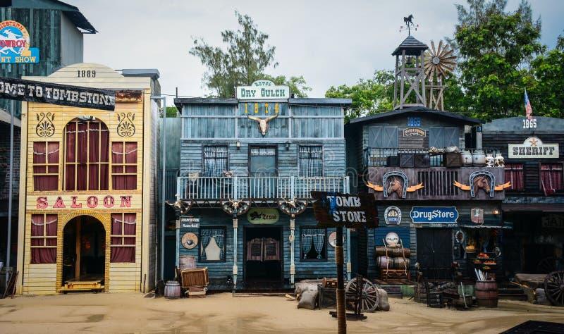 狂放的西部镇街道牛仔展示的 图库摄影