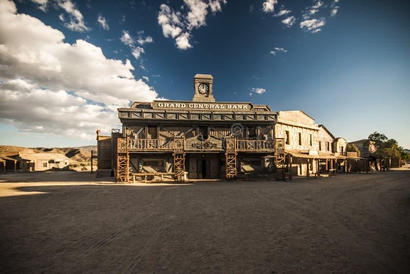 狂放的西部镇银行 库存照片