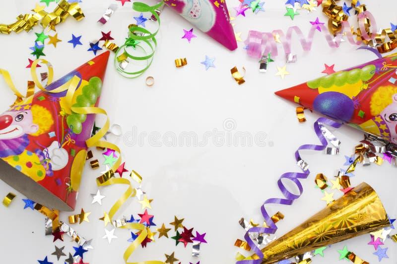 狂欢节党的贺卡 帽子和蜡烛在白色背景 免版税库存照片