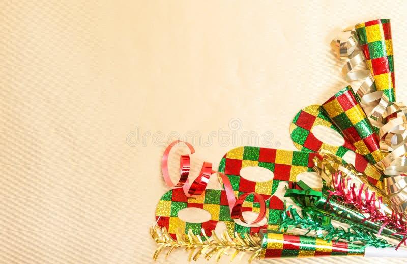 狂欢节党面具装饰假日背景 免版税库存图片