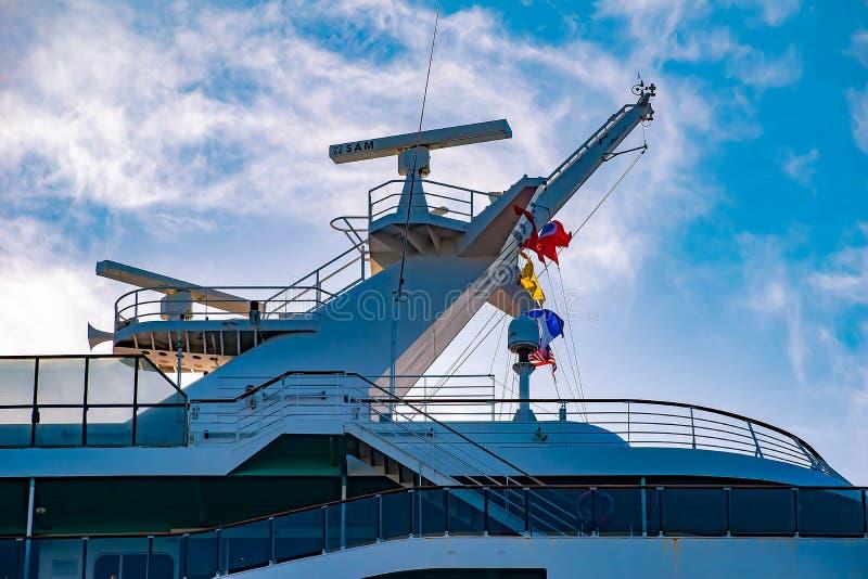 狂欢节在坦帕湾口岸1的奇迹巡航顶视图  免版税库存照片