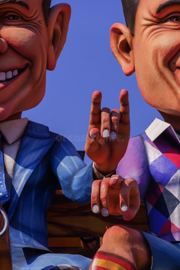 狂欢节普蒂尼亚诺:浮游物 意大利政客:迷信姿态 意大利(普利亚) 免版税库存照片