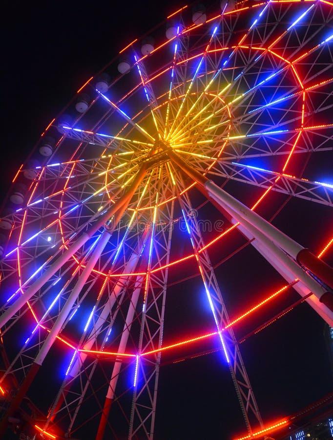 狂欢节有启发性弗累斯大转轮在晚上 免版税图库摄影