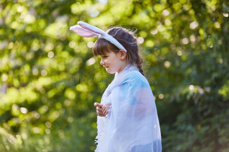 狂欢节的女孩作为兔宝宝 库存图片