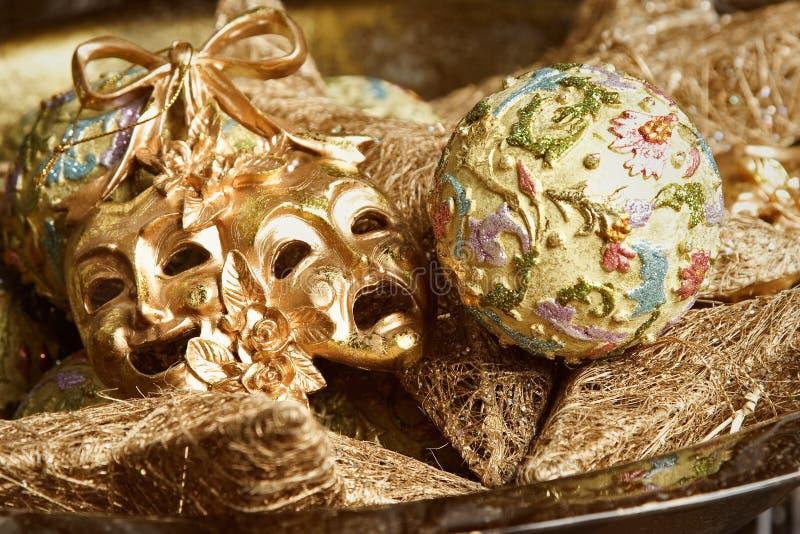 狂欢节装饰金黄屏蔽新年度 免版税库存照片