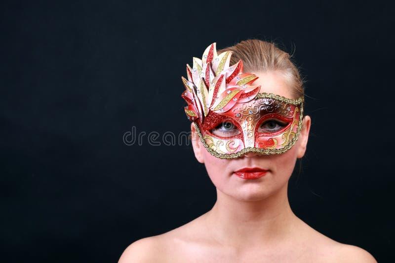狂欢节面对她的屏蔽妇女年轻人 库存照片