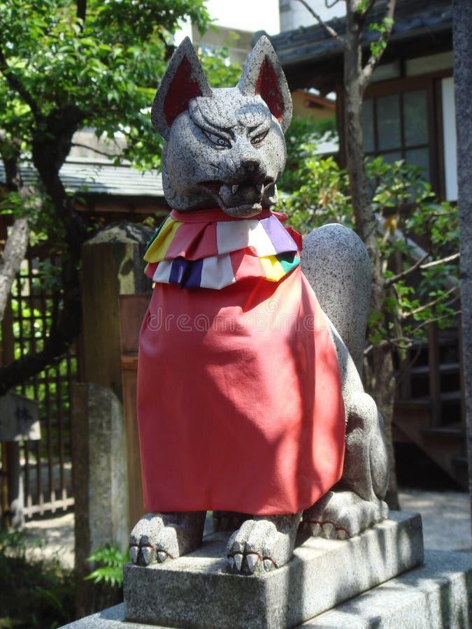 狐狸日本精神雕象 免版税库存照片