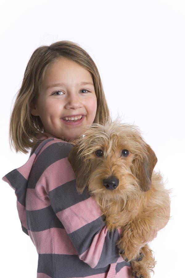 狗女孩她小的宠物 免版税库存照片