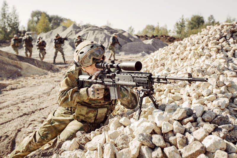 狙击手盖战士进攻小队  库存图片