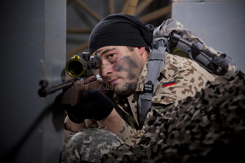 狙击手瞄准 库存照片