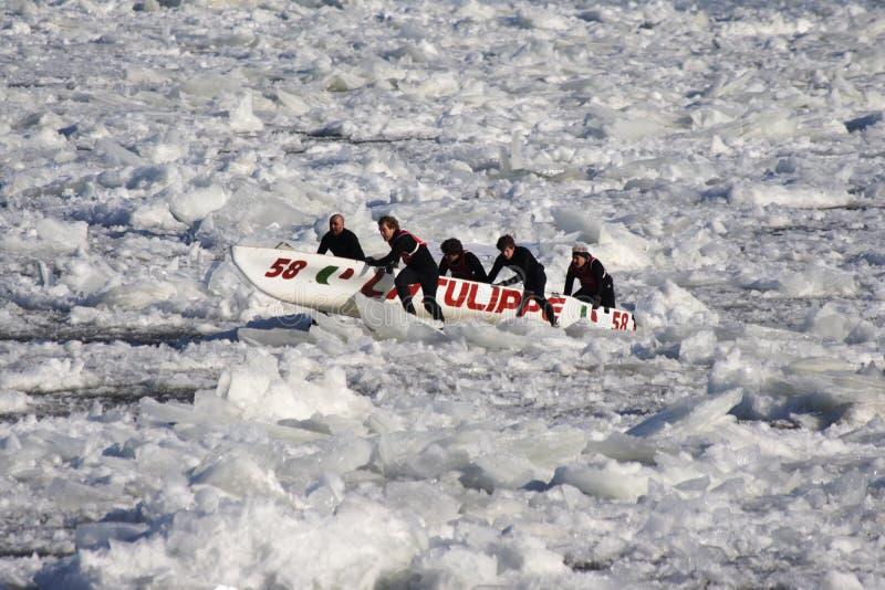 独木舟狂欢节冰魁北克种族 免版税图库摄影