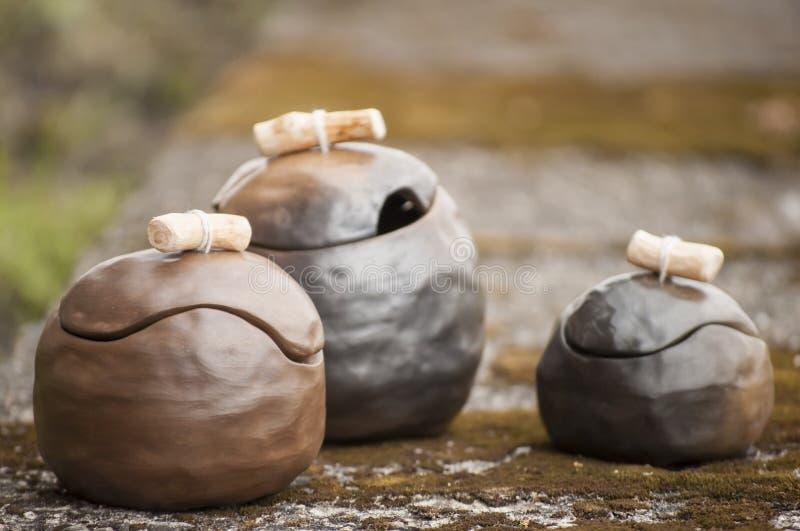 独特的手工制造三个罐特写镜头有木细节的 库存照片