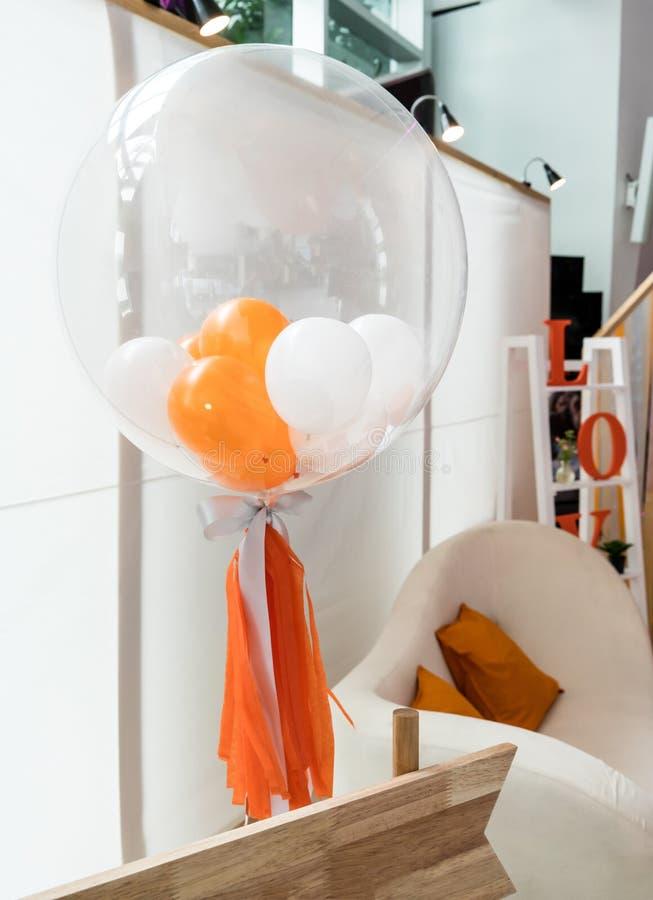 独特的décor气球细节为匹配关闭了与桔子 免版税图库摄影