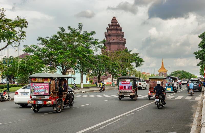 独立纪念碑在首都柬埔寨, Phnom笔 免版税图库摄影