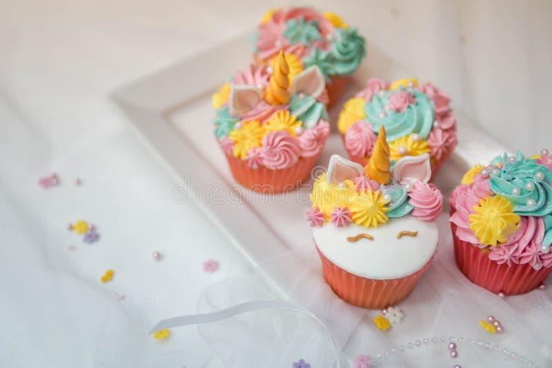 独角兽杯形蛋糕 库存照片