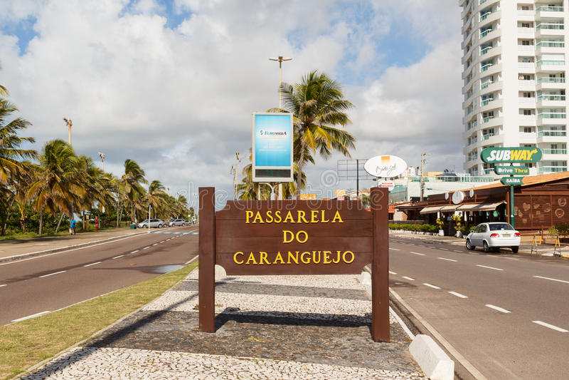 狭小通道Passarela在著名海滩Atalaia,阿拉卡茹的de caranguejo 图库摄影