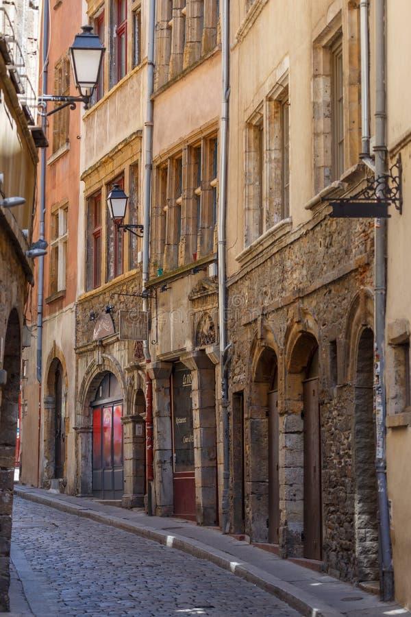 狭窄的街道在利昂,法国的历史的中心 库存图片