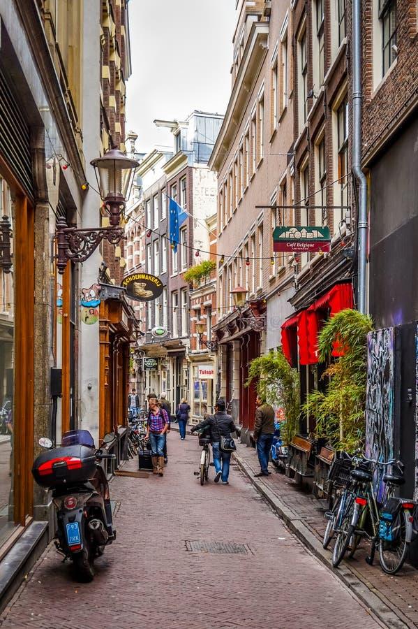 狭窄的街道在市阿姆斯特丹,荷兰 图库摄影