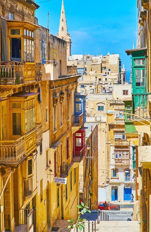 狭窄的Vassali街道,瓦莱塔,马耳他 免版税图库摄影