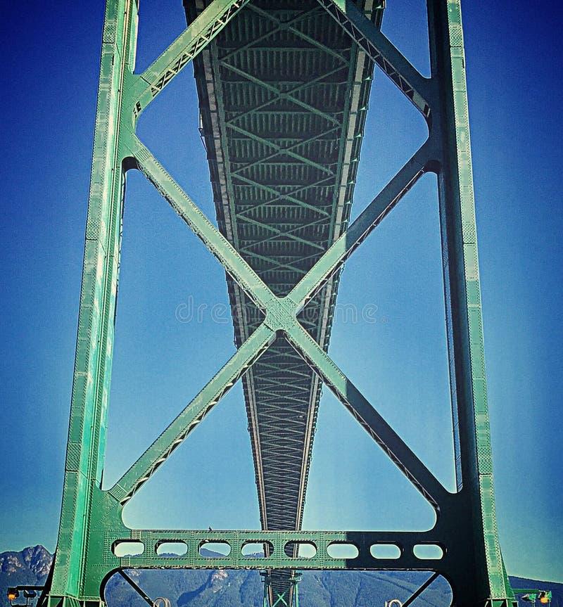 狮子从史丹利公园防波堤从下面观看的门桥梁 库存照片