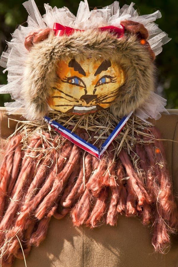 狮子南瓜头稻草人为万圣夜 免版税图库摄影