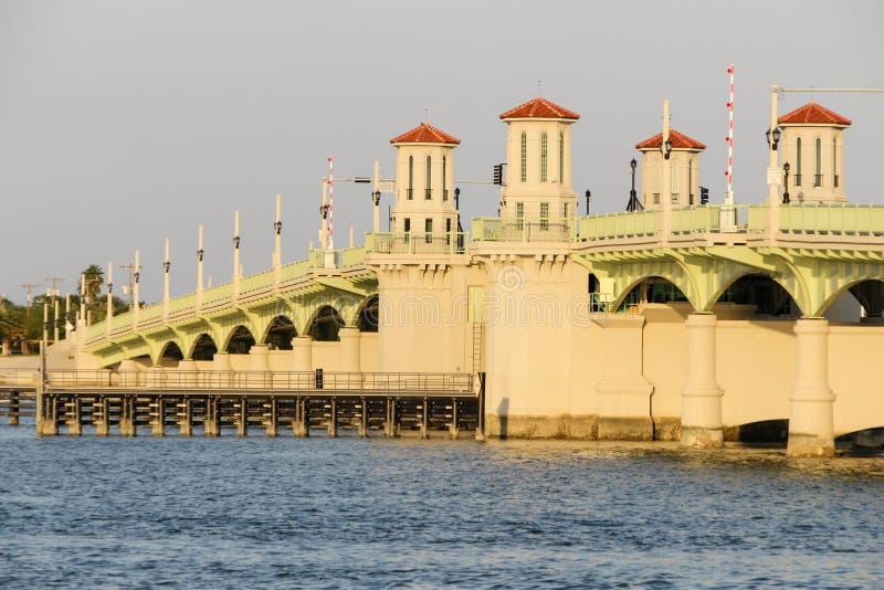 狮子桥梁  免版税库存图片
