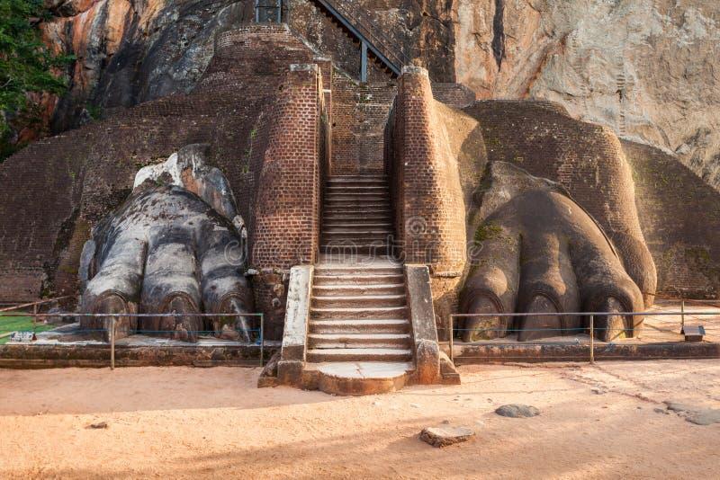 狮子爪子,锡吉里耶岩石 库存图片