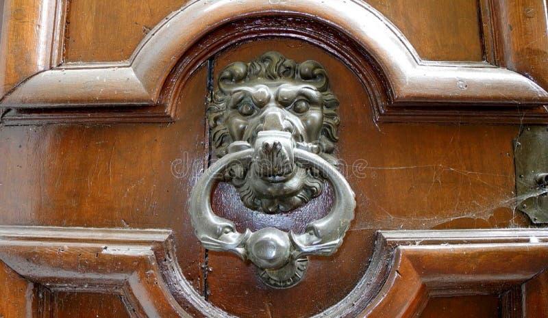 狮子通道门环,普罗旺斯 库存图片