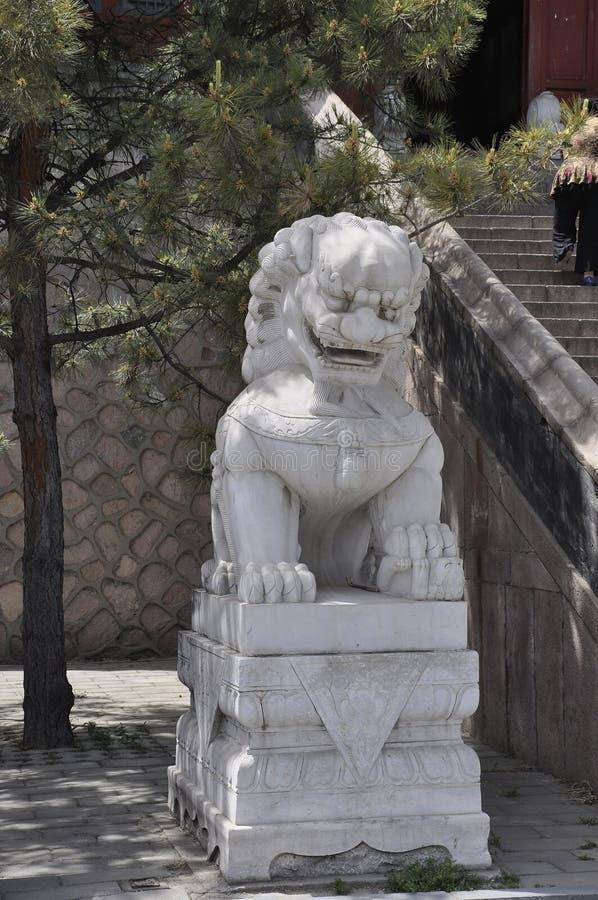 狮子雕象在汉语长城居庸关庭院里  免版税图库摄影