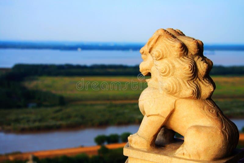 狮子雕象在镇江金山寺 免版税库存照片