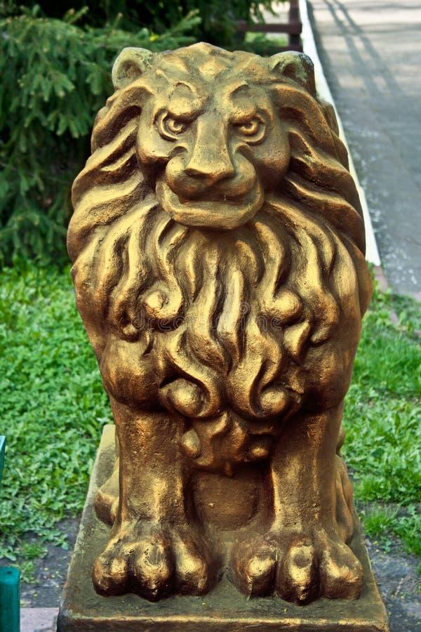 狮子雕象金子颜色 库存照片