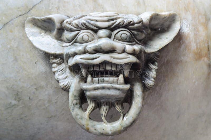 狮子顶头桥梁栏杆 免版税库存照片