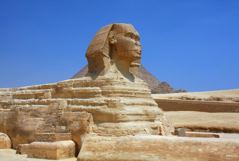 狮身人面象和金字塔在埃及 免版税图库摄影