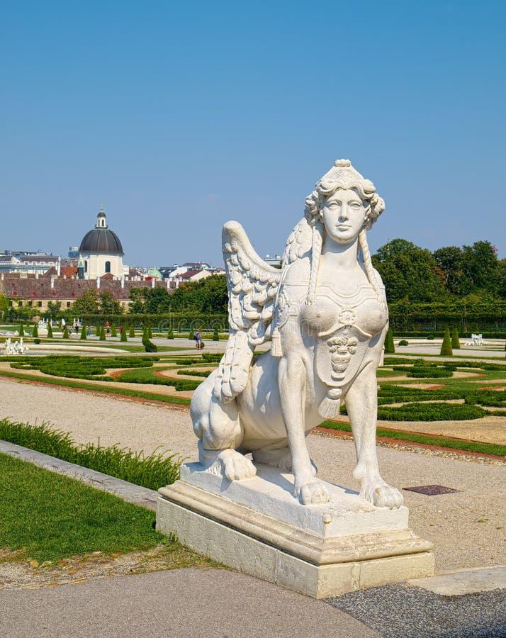 狮身人面象雕塑在上部贝尔维德雷宫,在维也纳 库存图片