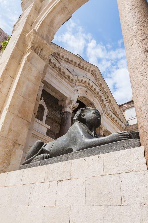 狮身人面象 古老雕塑 中世纪的结构 已分解 免版税库存图片