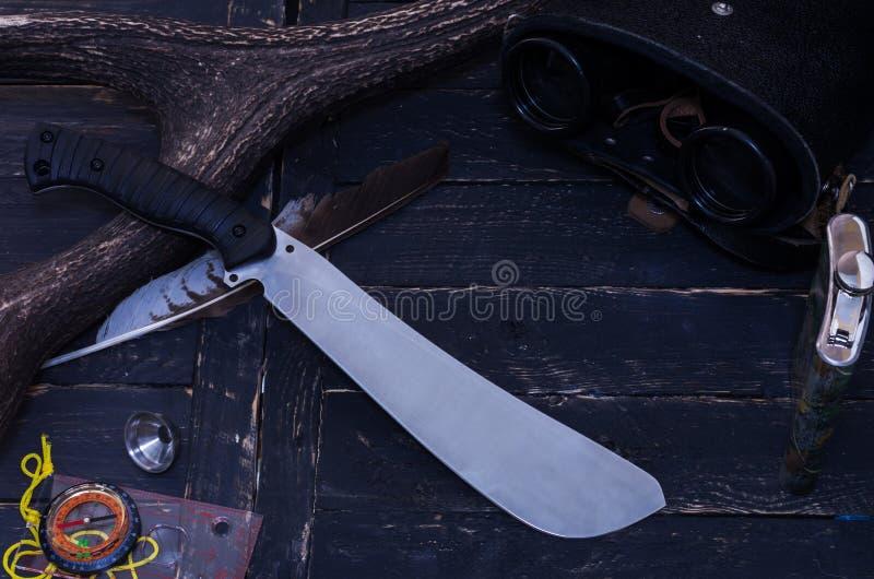 猎人的刀子 森林工作者的刀子 免版税图库摄影