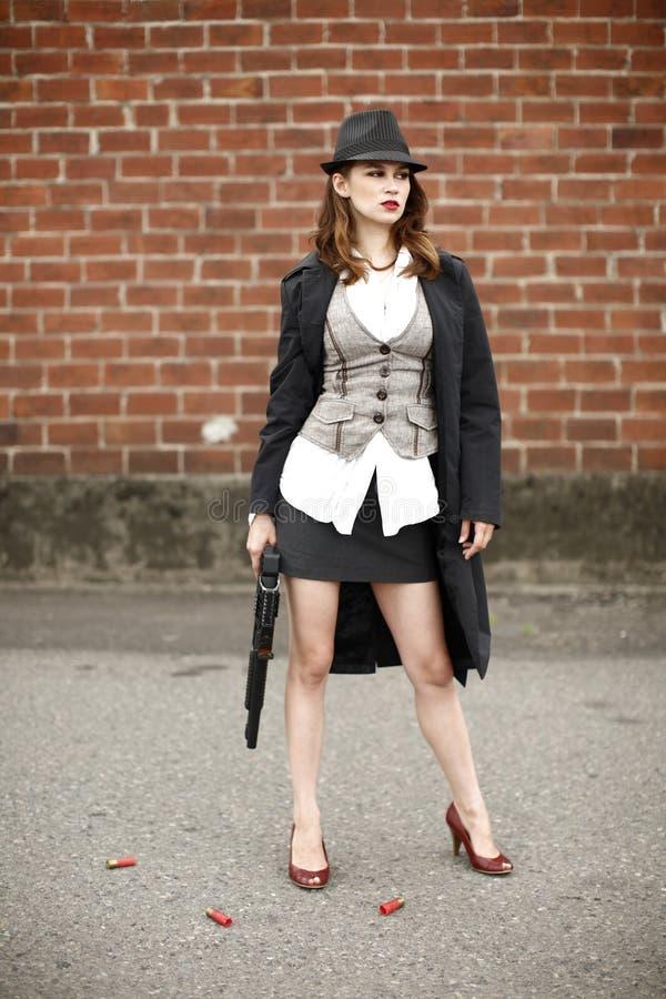 猎枪时髦的妇女 免版税库存照片